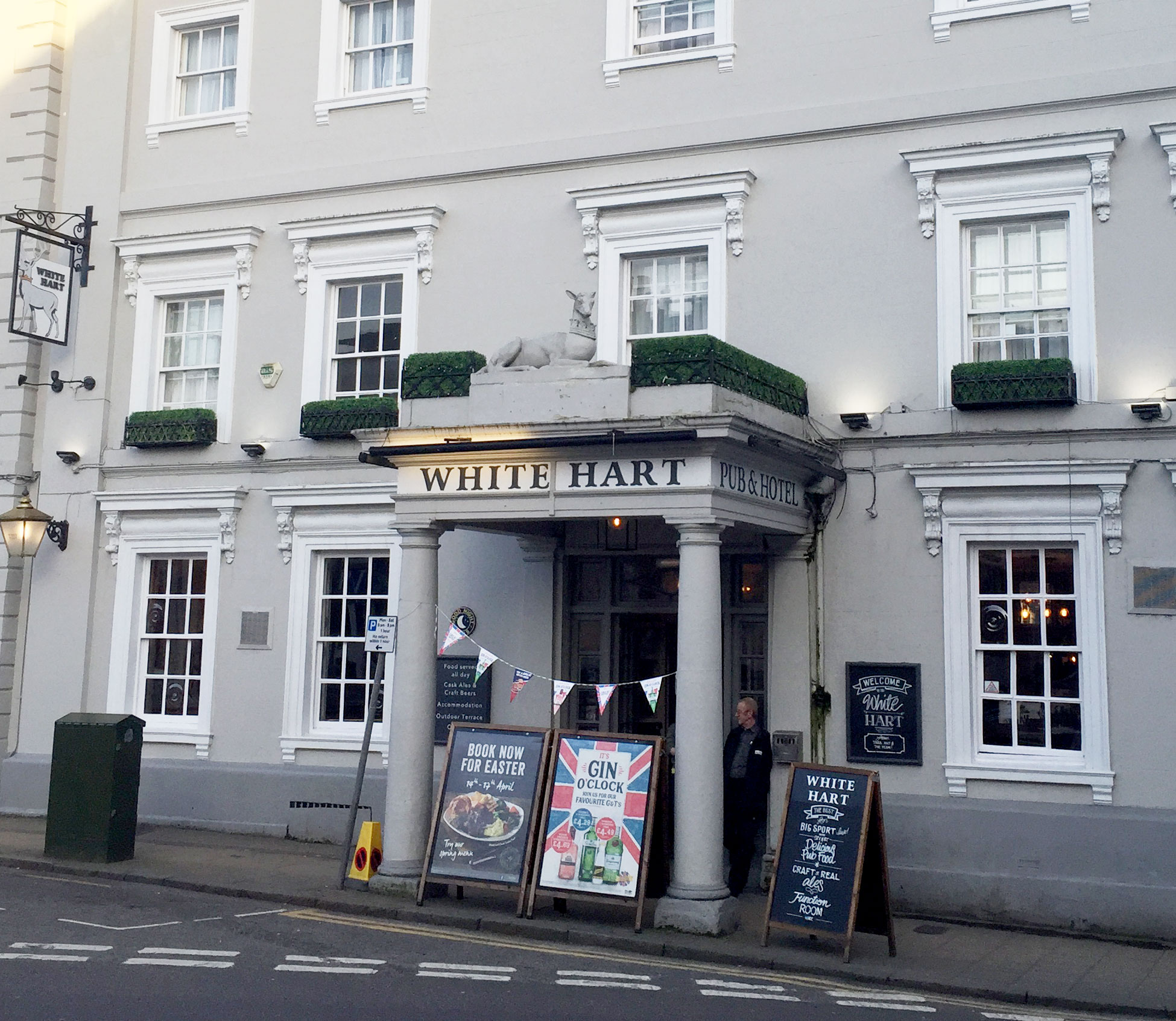 The White Hart Pub in Buckingham